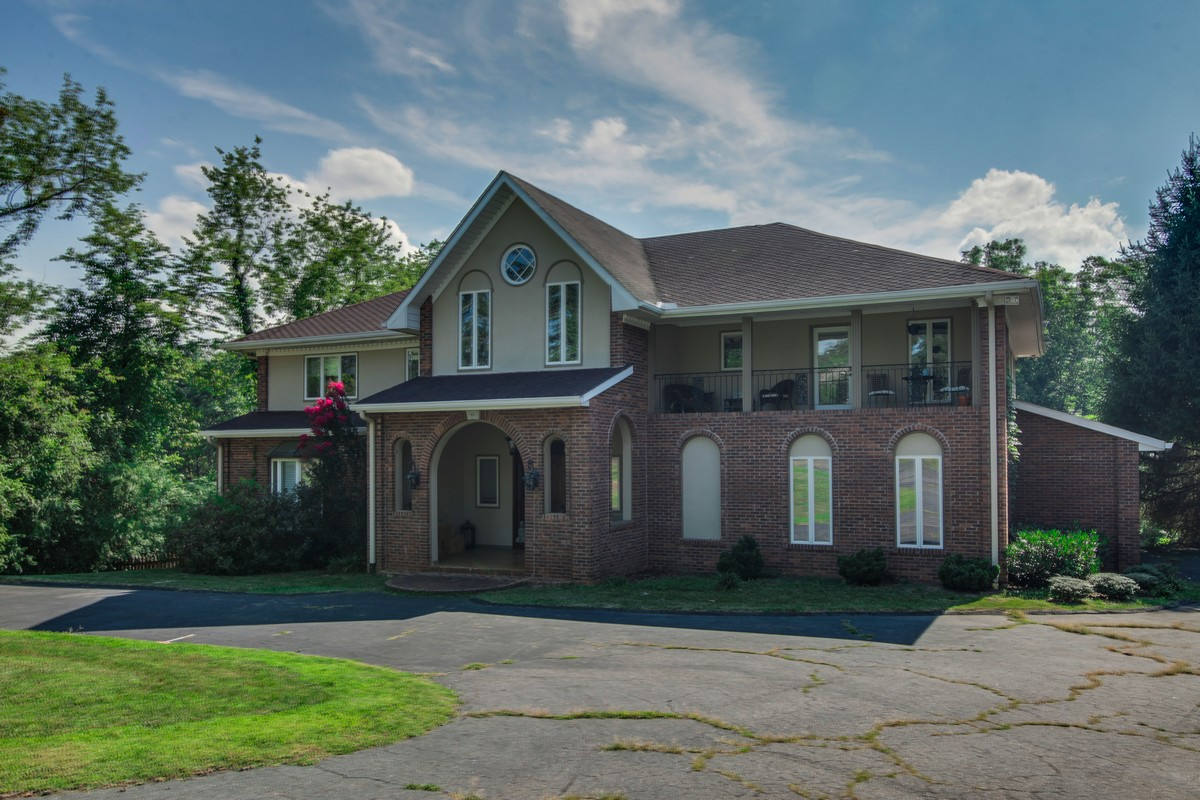 Single Family Home for Sale at Timeless Golf Course Home 42 Elk Mountain Scenic Highway Asheville, North Carolina 28804 United States