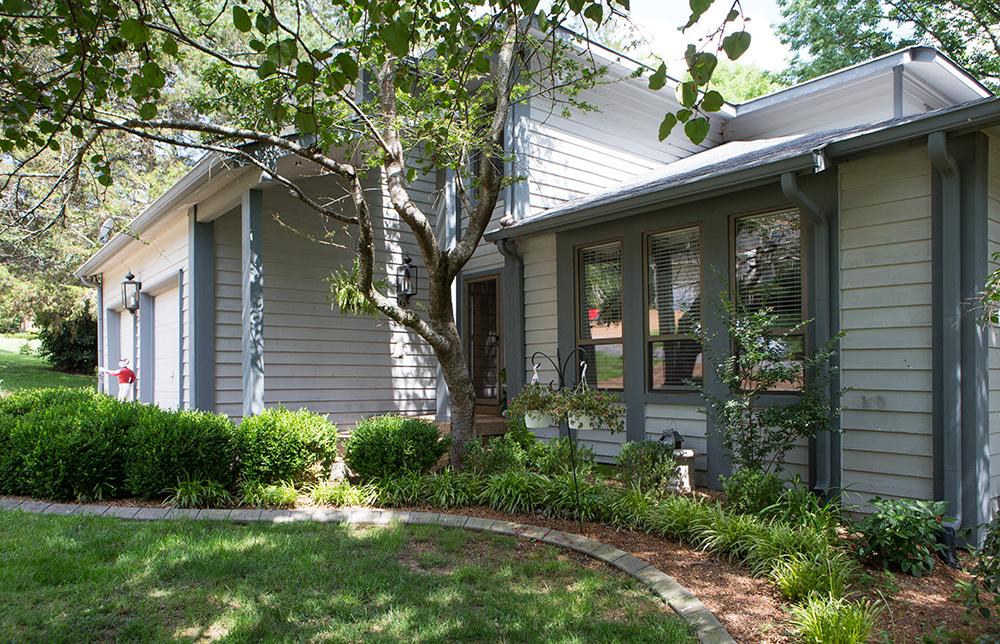 단독 가정 주택 용 매매 에 Well Maintained Home in Nashboro Village 2436 Ravine Drive Nashville, 테네시 37217 미국