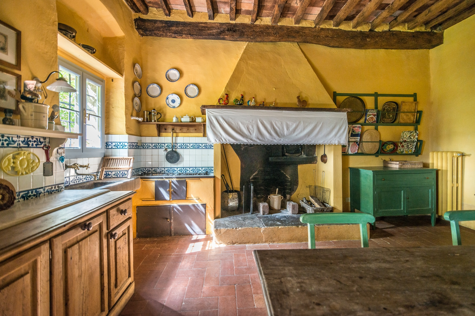 Additional photo for property listing at Beautiful renovated farmhouse with outbuildings Via Carniano Barberino Di Mugello, Florence 50031 Italie