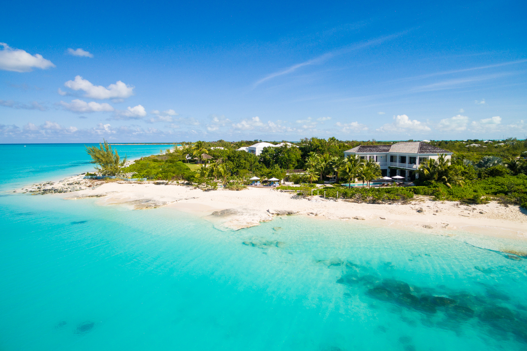 Maison unifamiliale pour l Vente à Saving Grace - Luxurious Beachfront Villa Grace Bay, Providenciales, TCI BWI Îles Turques Et Caïques