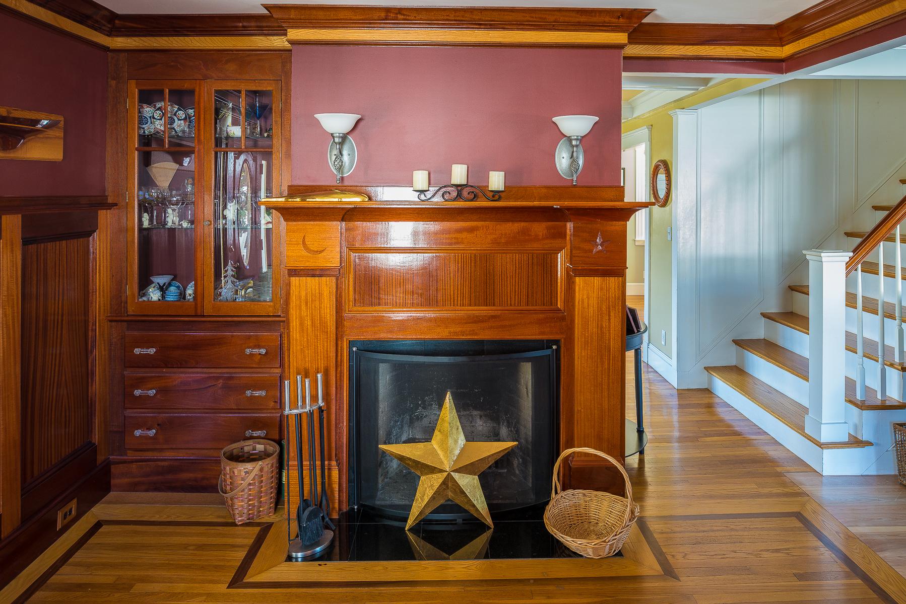 Casa Unifamiliar por un Venta en Renovated Five Bedroom Clifton Colonial 85 Humphrey Street Marblehead, Massachusetts, 01945 Estados Unidos