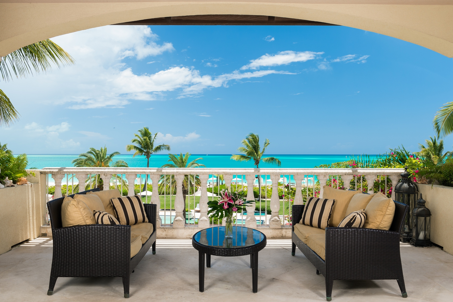 Piso por un Venta en The Estates at Grace Bay Club F203.04 Grace Bay Resorts, Grace Bay, Providenciales Islas Turcas Y Caicos