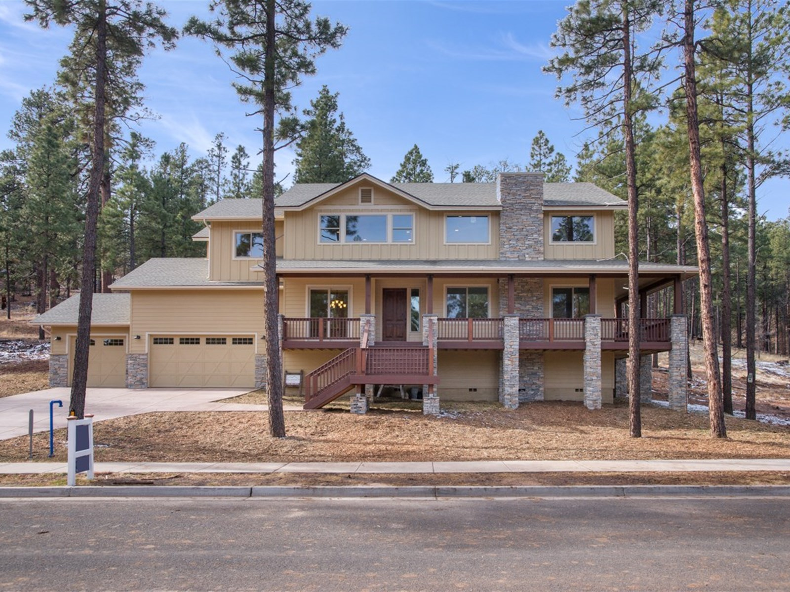 Maison unifamiliale pour l Vente à Luxury Home in the Trees 2065 N Cobblestone Cir Flagstaff, Arizona 86001 États-Unis