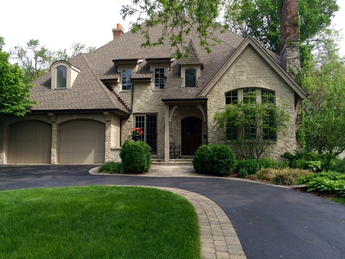 Single Family Home for Sale at 237 W. Ninth St. Hinsdale, Illinois 60521 United States
