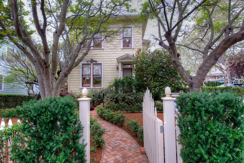 Einfamilienhaus für Verkauf beim Exquisite Restored Victorian in the Coveted Forbes 209 H Street San Rafael, Kalifornien 94901 Vereinigte Staaten