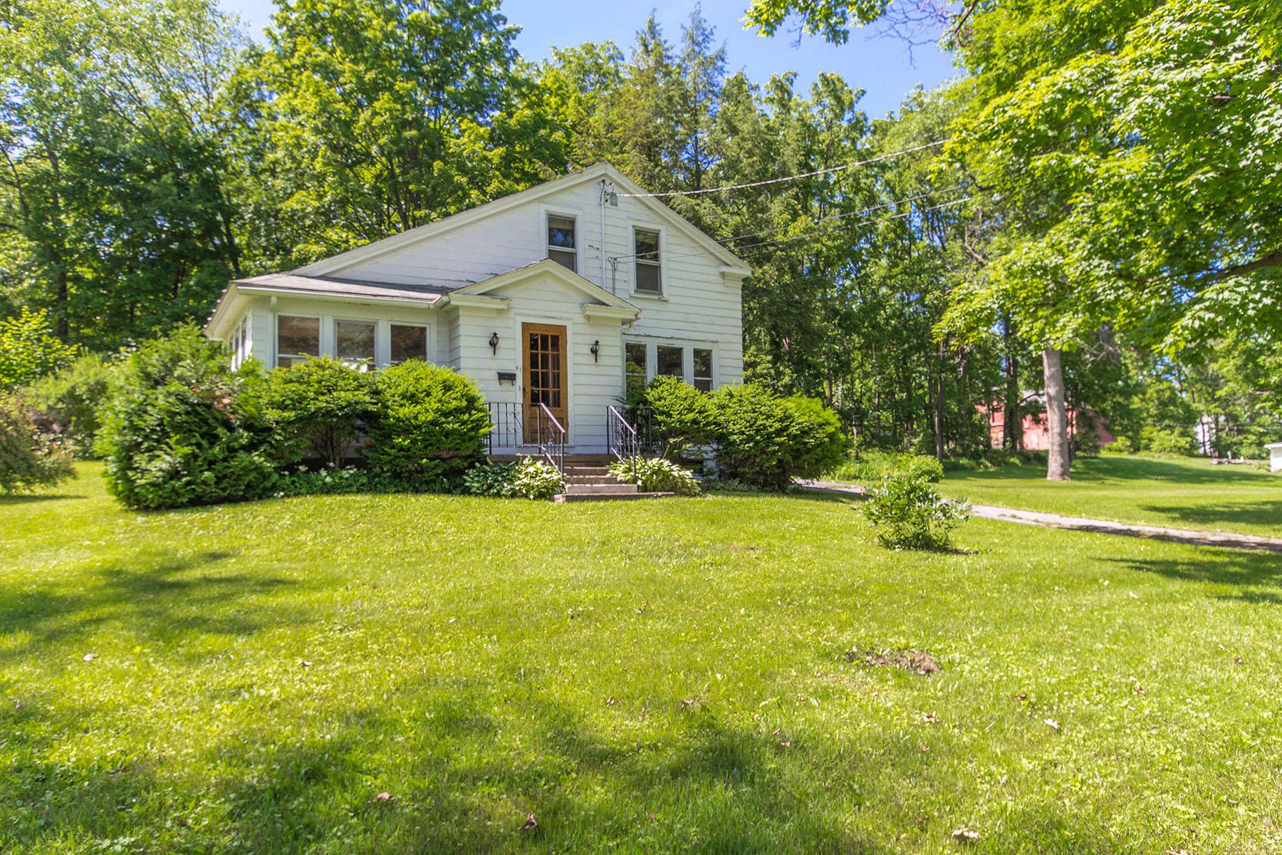 Nhà ở một gia đình vì Bán tại Sweet Little Cottage - Investment Opportunity 61 Green Street Schuylerville, New York 12871 Hoa Kỳ