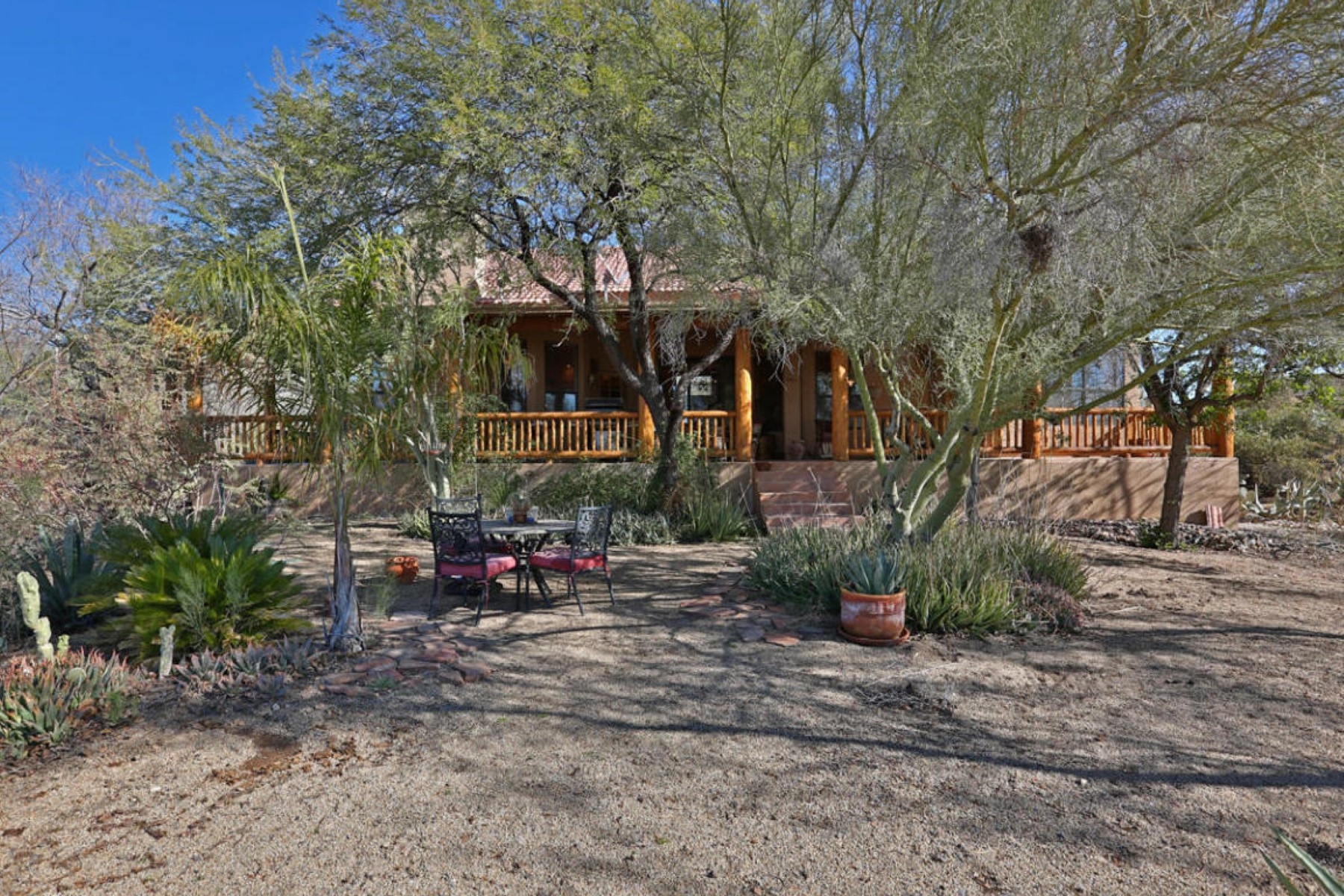 Single Family Home for Sale at Charming SW home situated on 2.34 aces 40124 N 72nd St Cave Creek, Arizona 85327 United States