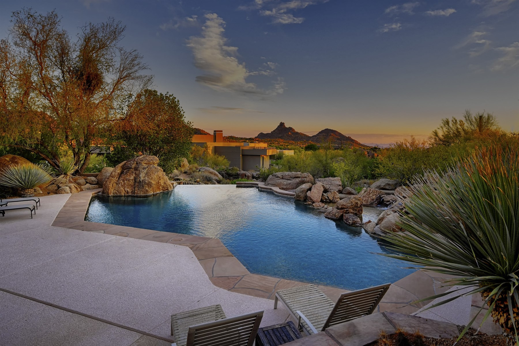 一戸建て のために 売買 アット Distinctive soft contemporary with breathtaking views 10411 E Balancing Rock Rd Scottsdale, アリゾナ, 85262 アメリカ合衆国