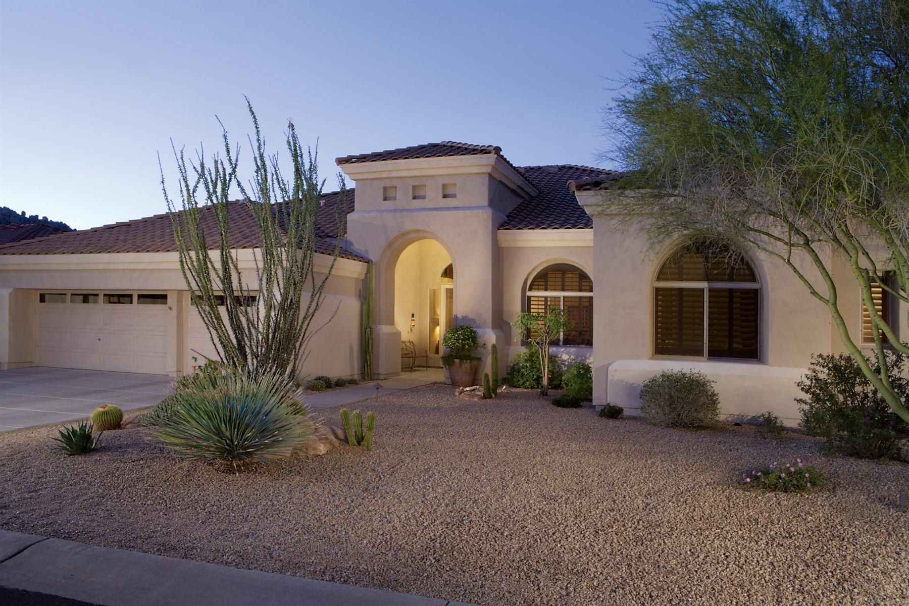 Casa para uma família para Venda às Wonderful Cul-De-Sac Location In North Scottsdale's Troon Village 11934 E Sand Hills Road Scottsdale, Arizona 85255 Estados Unidos