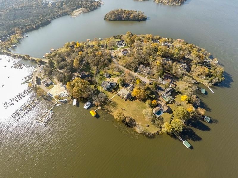 Casa para uma família para Venda às Unbelievable Lake Home 306 Anchor Drive Old Hickory, Tennessee 37138 Estados Unidos