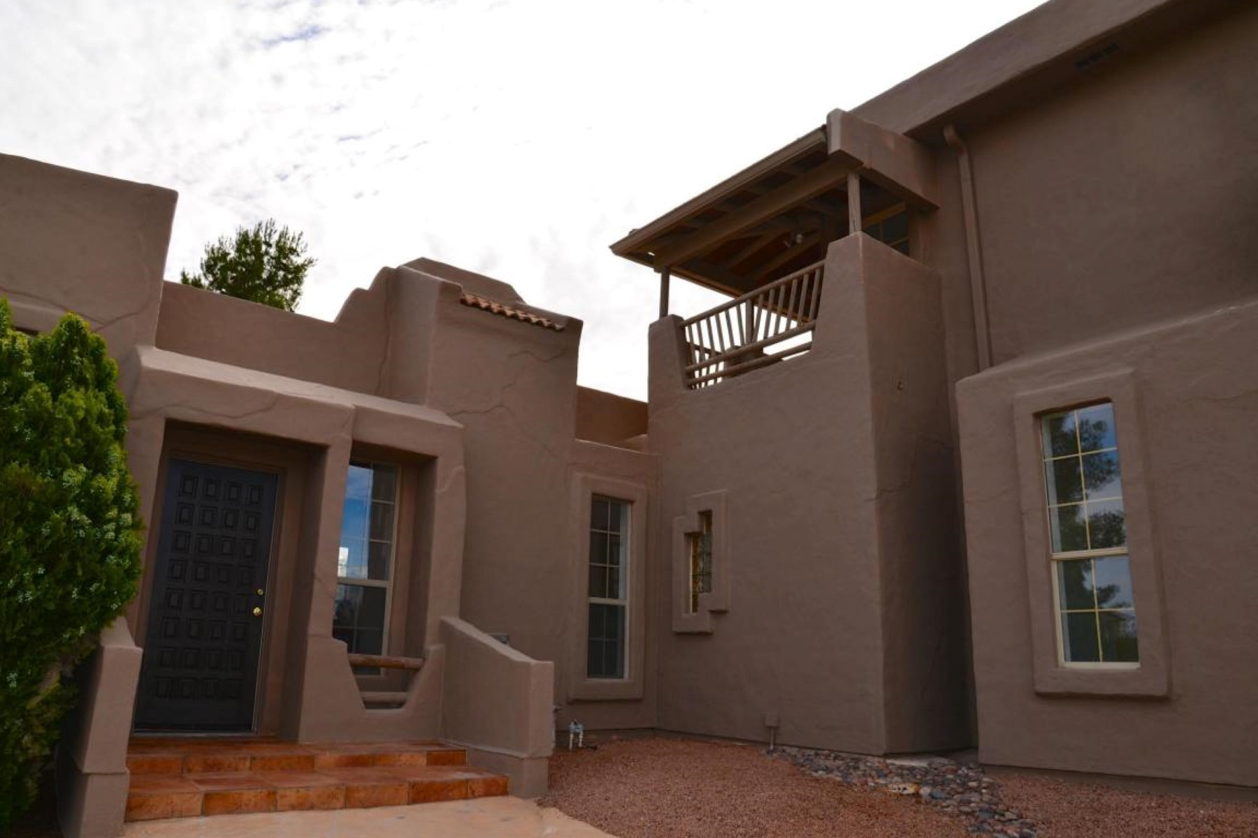 Single Family Home for Sale at Unique southwest home offers a birds eye view of the Verde Valley. 2254 S Tissaw Rd Cornville, Arizona 86325 United States