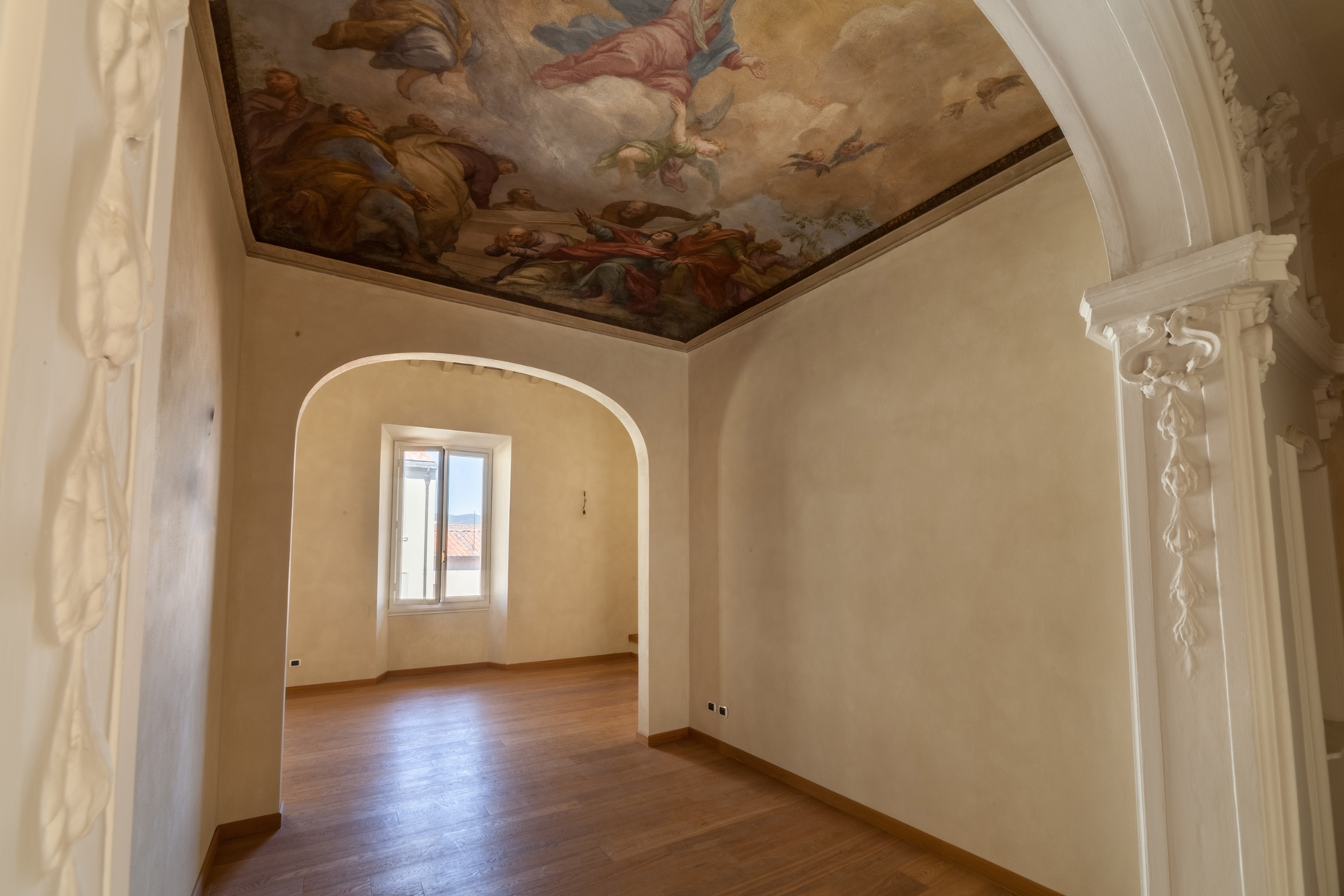 Additional photo for property listing at Beautiful new penthouse with views of the Brunelleschi Dome Firenze, Florence Italy