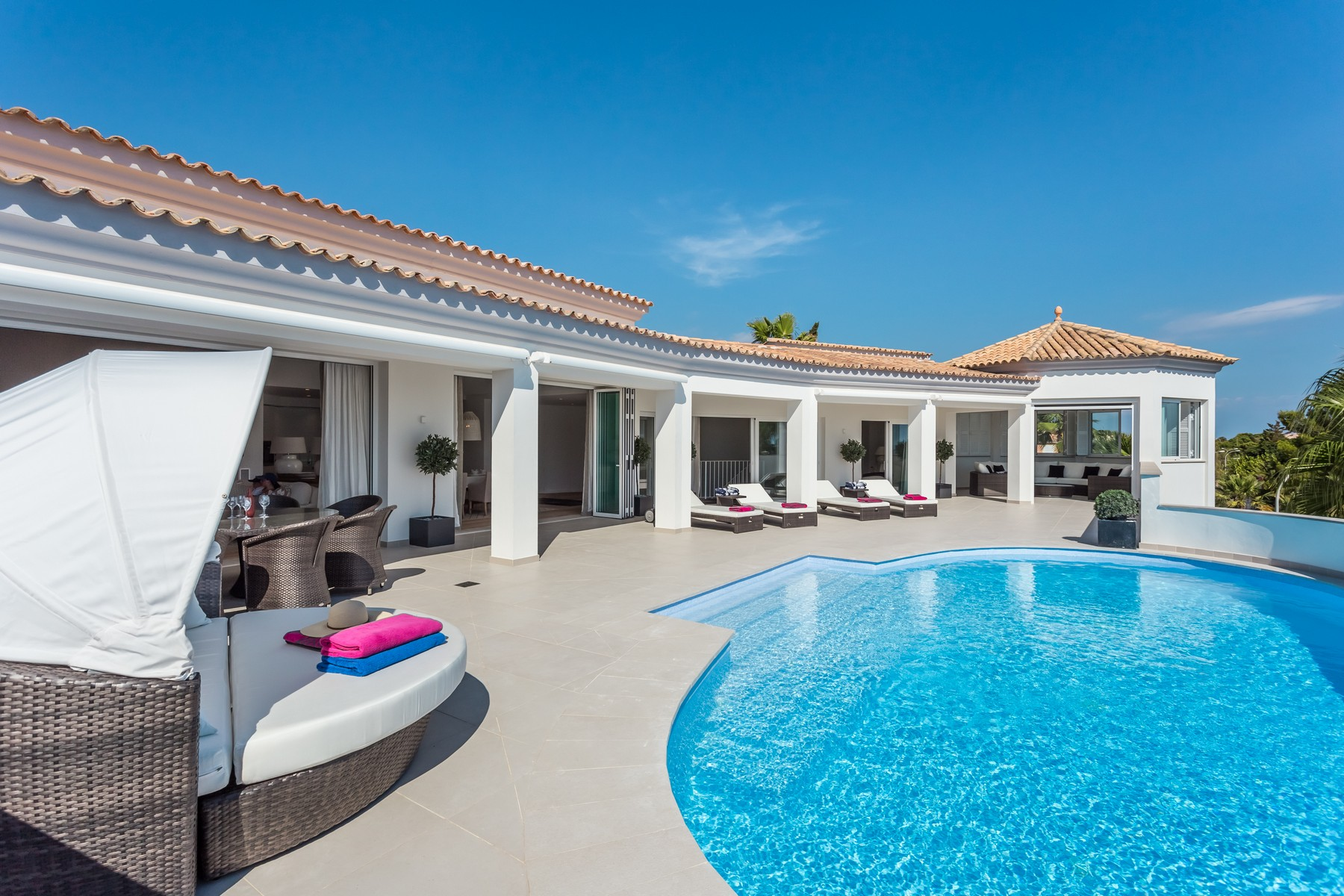 Casa para uma família para Venda às Luxury villa with sea view in Nova Santa Ponsa Nova Santa Ponsa, Palma De Maiorca, 07180 Espanha
