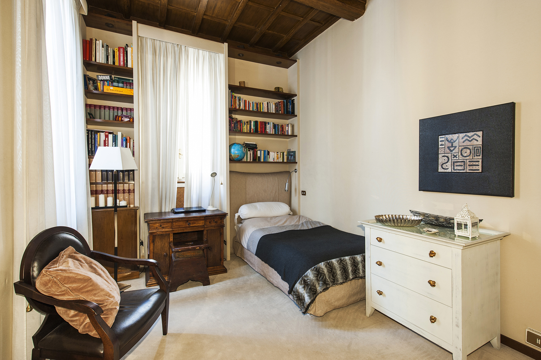Additional photo for property listing at Prestigious apartment in Via delle Coppelle  Rome, Rome 00186 Italie
