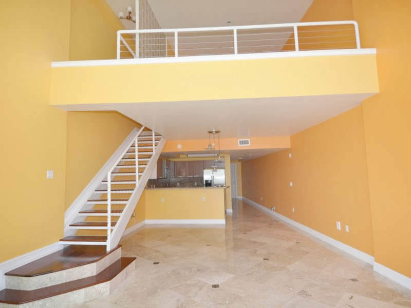 Condomínio para Venda às 2000 Bay Dr #205 Miami Beach, Florida 33141 Estados Unidos