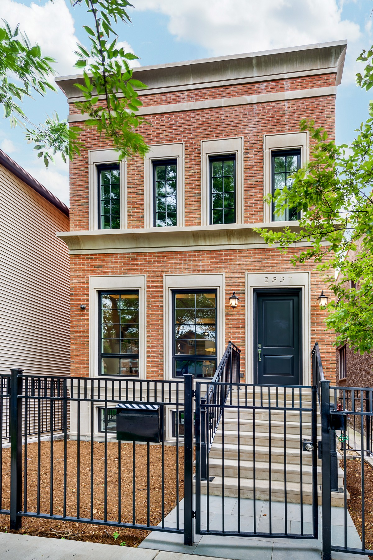 Частный односемейный дом для того Продажа на Beautiful Complete Construction - Move In Ready 2537 N Marshfield Avenue Lincoln Park, Chicago, Иллинойс, 60614 Соединенные Штаты