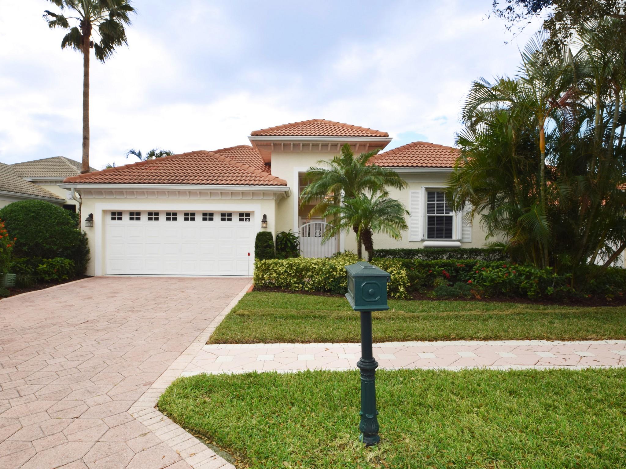 Villa per Vendita alle ore Island Club Courtyard Home 1000 Island Club Square Vero Beach, Florida, 32963 Stati Uniti