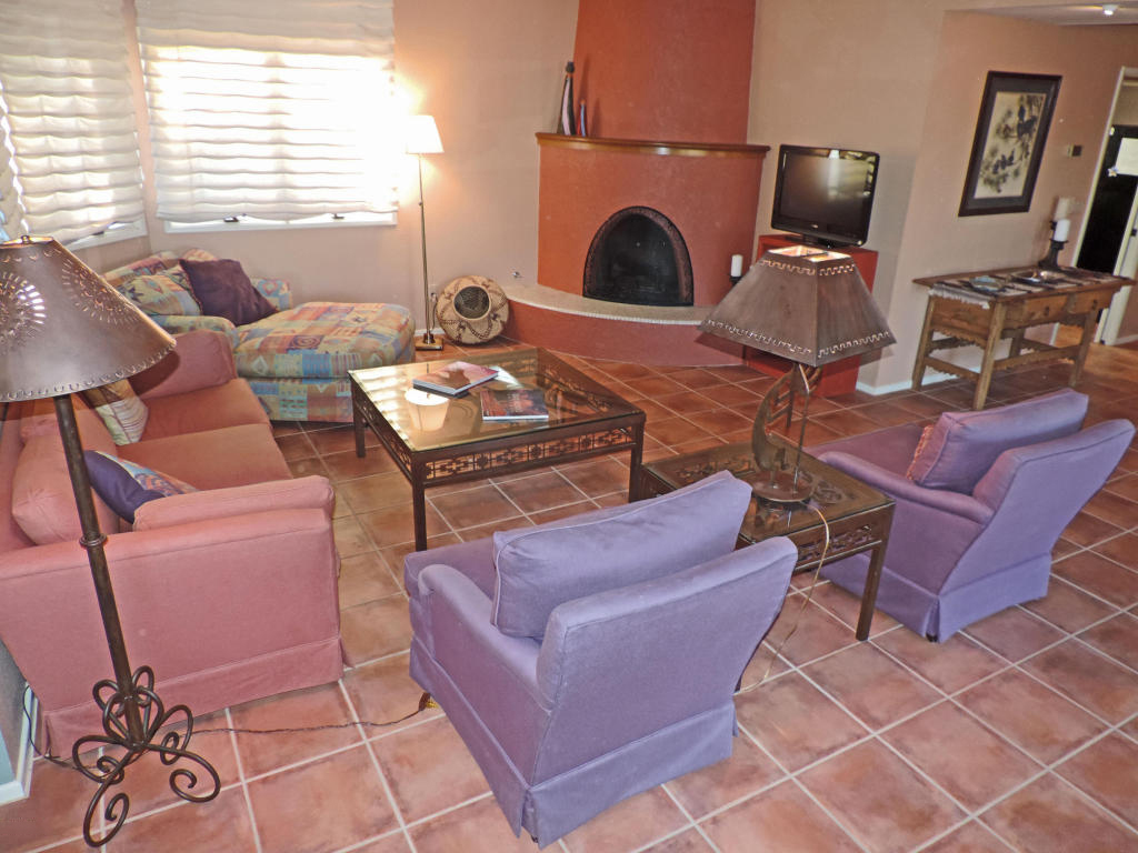 Vivienda unifamiliar por un Venta en Charming Two Bedroom 2302 Circulo De Anza Tubac, Arizona 85646 Estados Unidos