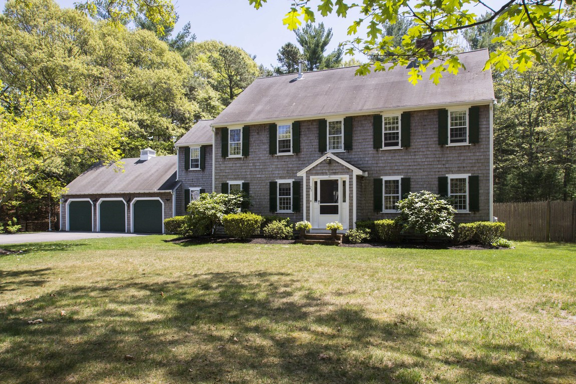 Single Family Home for Sale at Cul-de-Sac Colonial 29 Reynolds Way Duxbury, Massachusetts 02332 United States