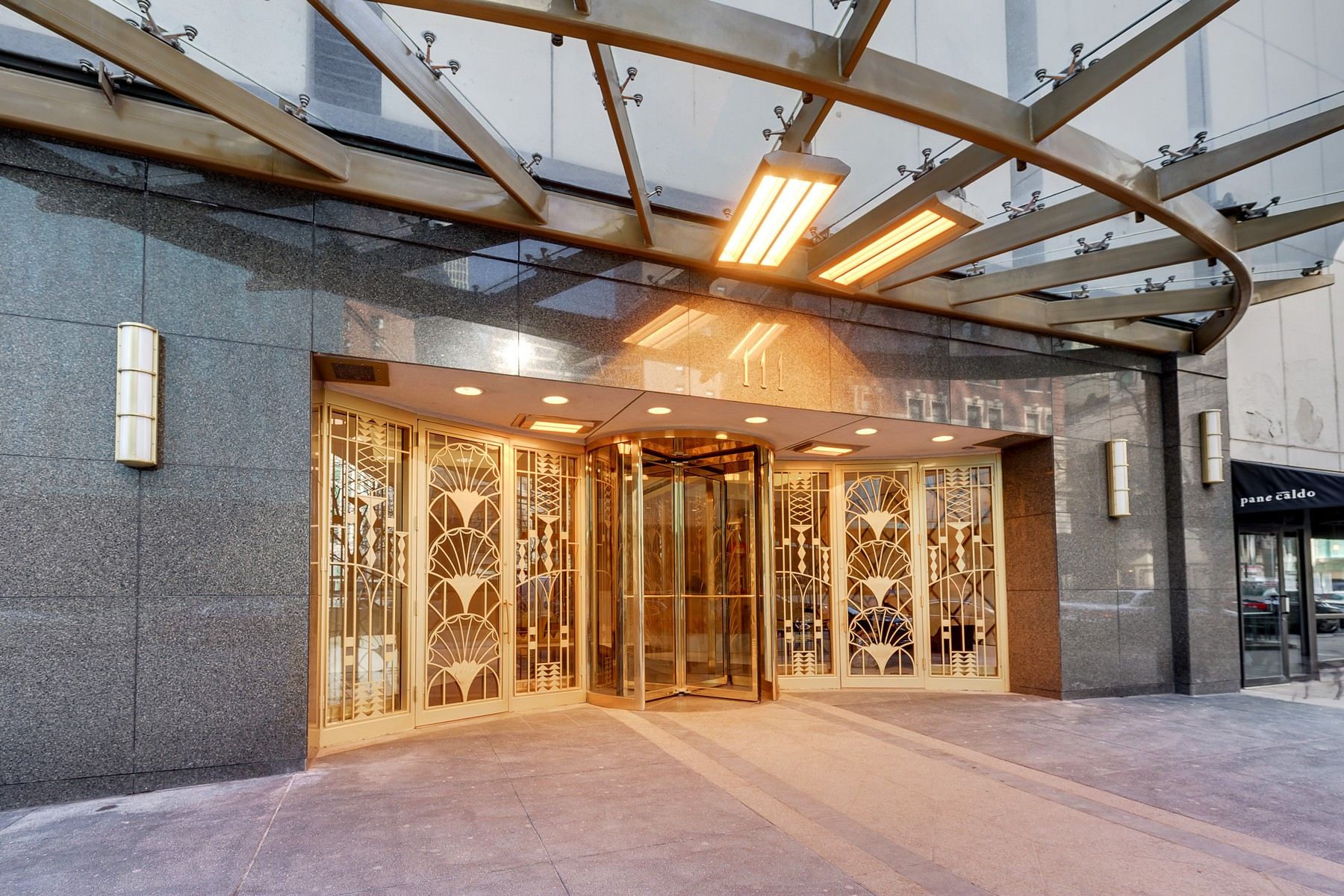 Condominium for Sale at Huge Gold Coast One Bedroom 111 E Chestnut Street Unit 43J Near North Side, Chicago, Illinois, 60611 United States