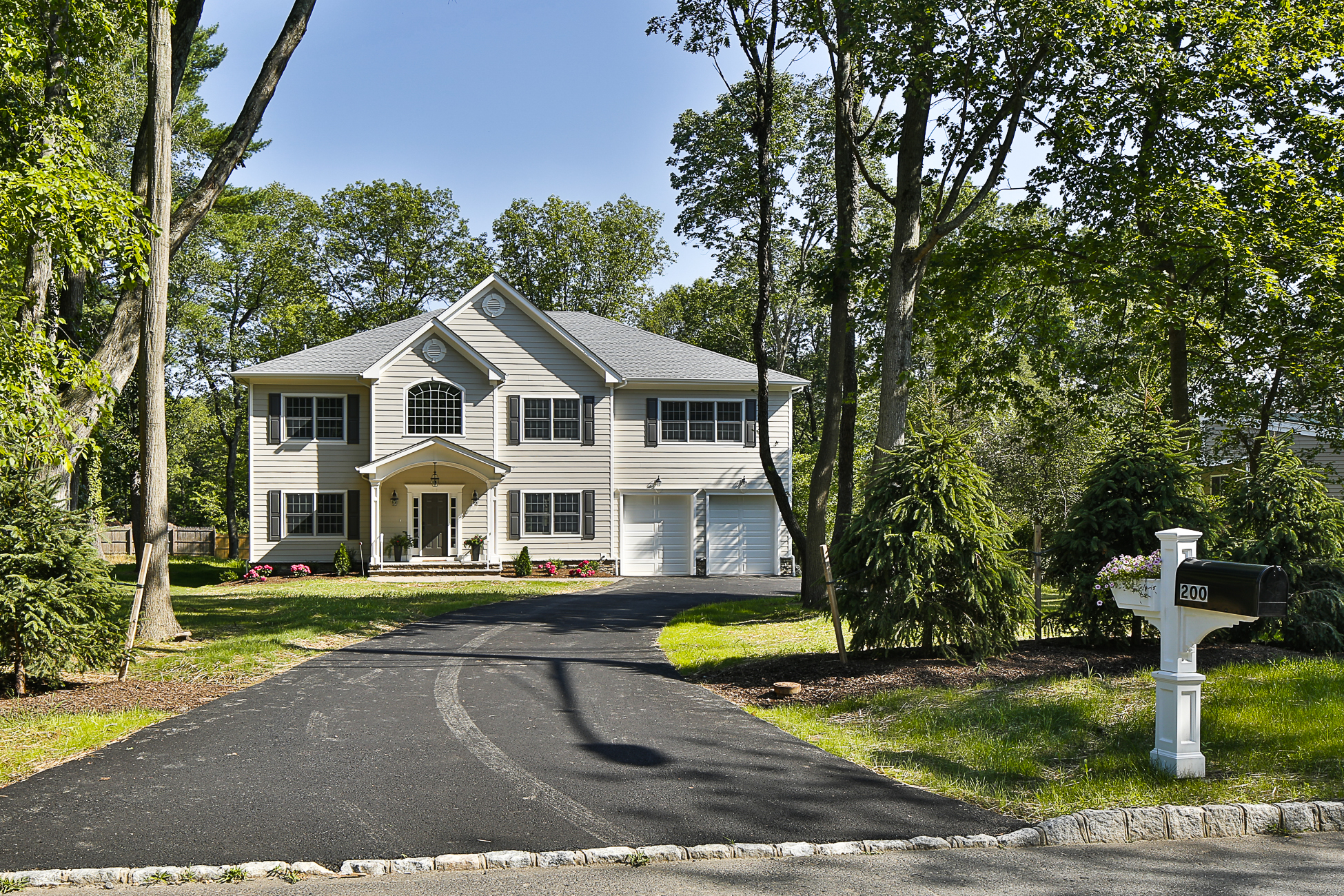 Nhà ở một gia đình vì Bán tại Brand New Classic Colonial 200 Mountain Avenue Princeton, New Jersey 08540 Hoa Kỳ