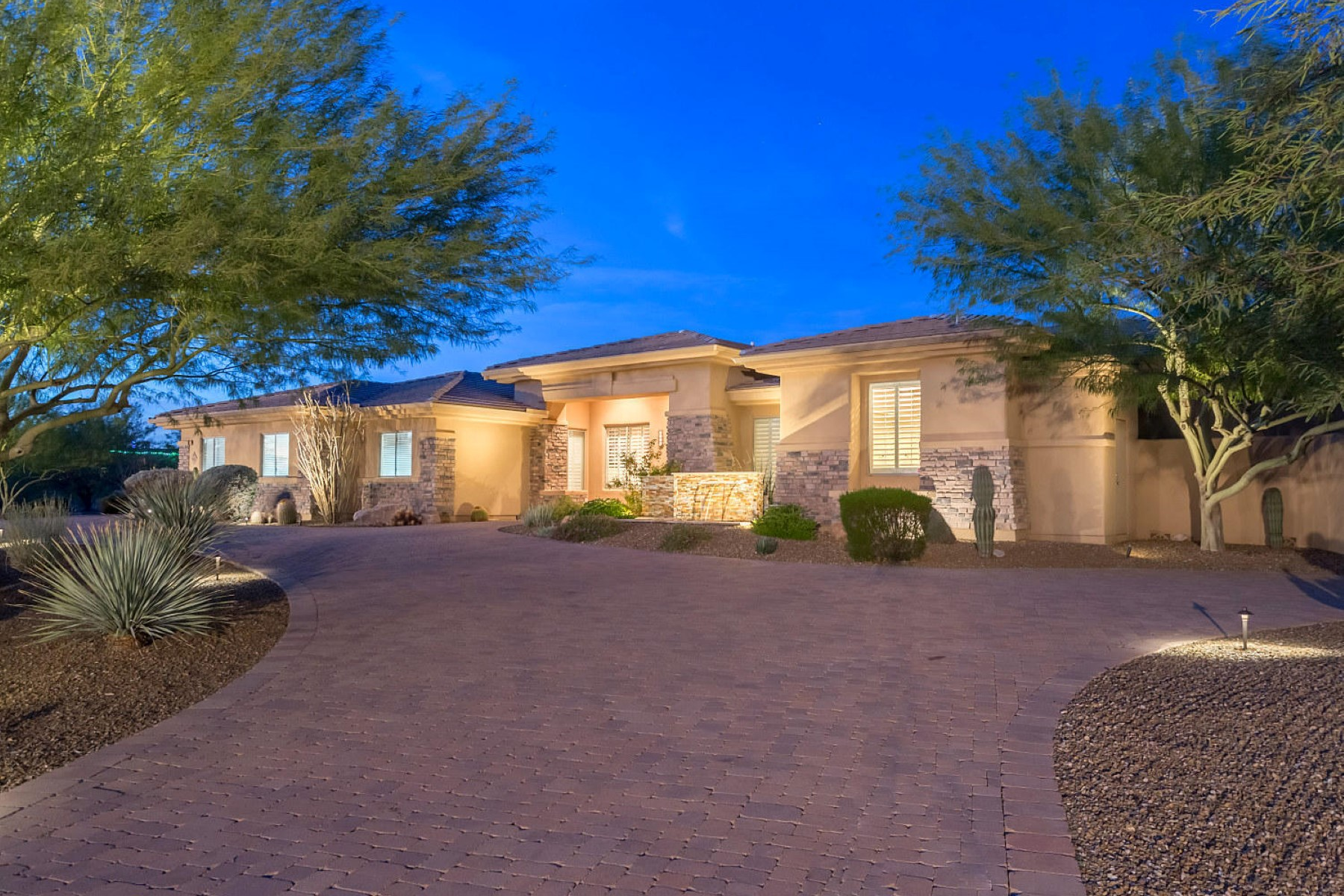 단독 가정 주택 용 매매 에 Pristine estate on over 1.5 acres with sweeping mountain views 9002 E Rimrock Dr Scottsdale, 아리조나, 85255 미국