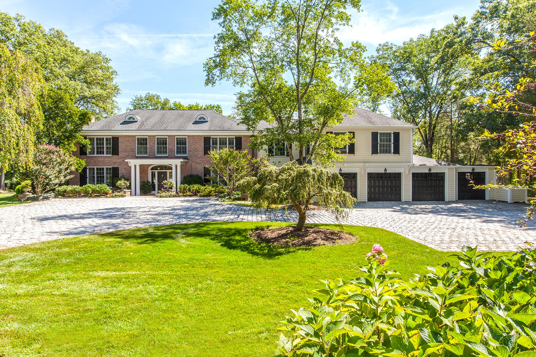 Maison unifamiliale pour l Vente à A Stunning Estate Moments from Downtown Princeton 2 Pheasant Hill Road Princeton, New Jersey, 08540 États-Unis