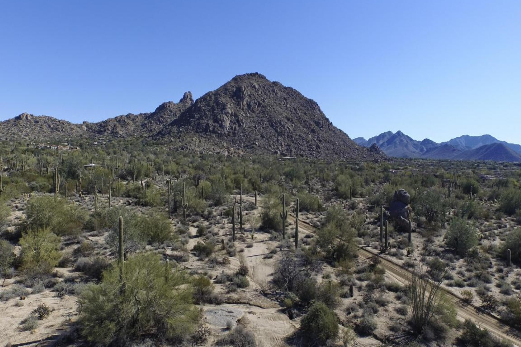 sales property at 5 acres located in the heart of North Scottsdale