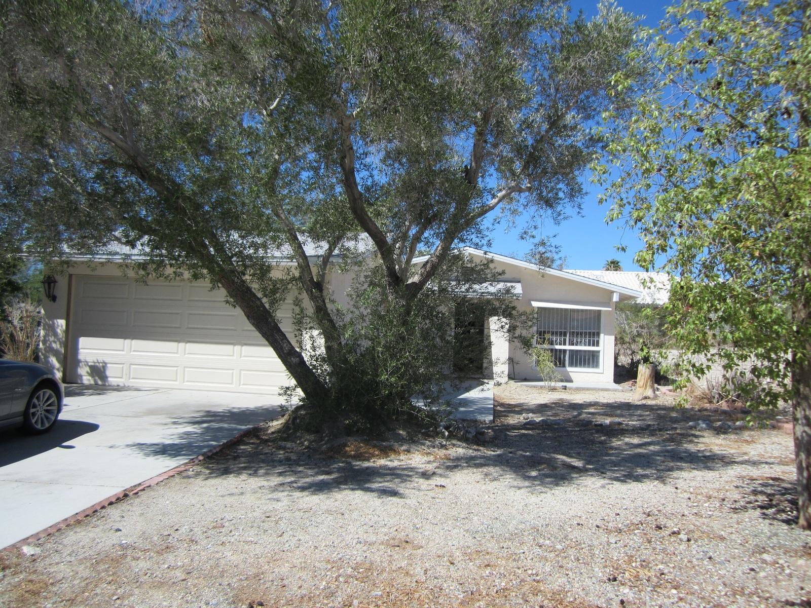 Maison unifamiliale pour l Vente à 10373 South Palm Drive Desert Hot Springs, Californie 92240 États-Unis