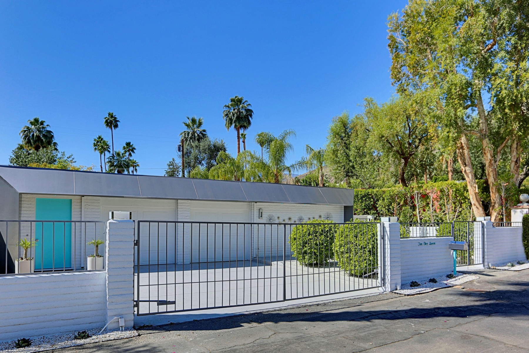 Single Family Home for Sale at 257 West El Camino Way Palm Springs, California, 92264 United States