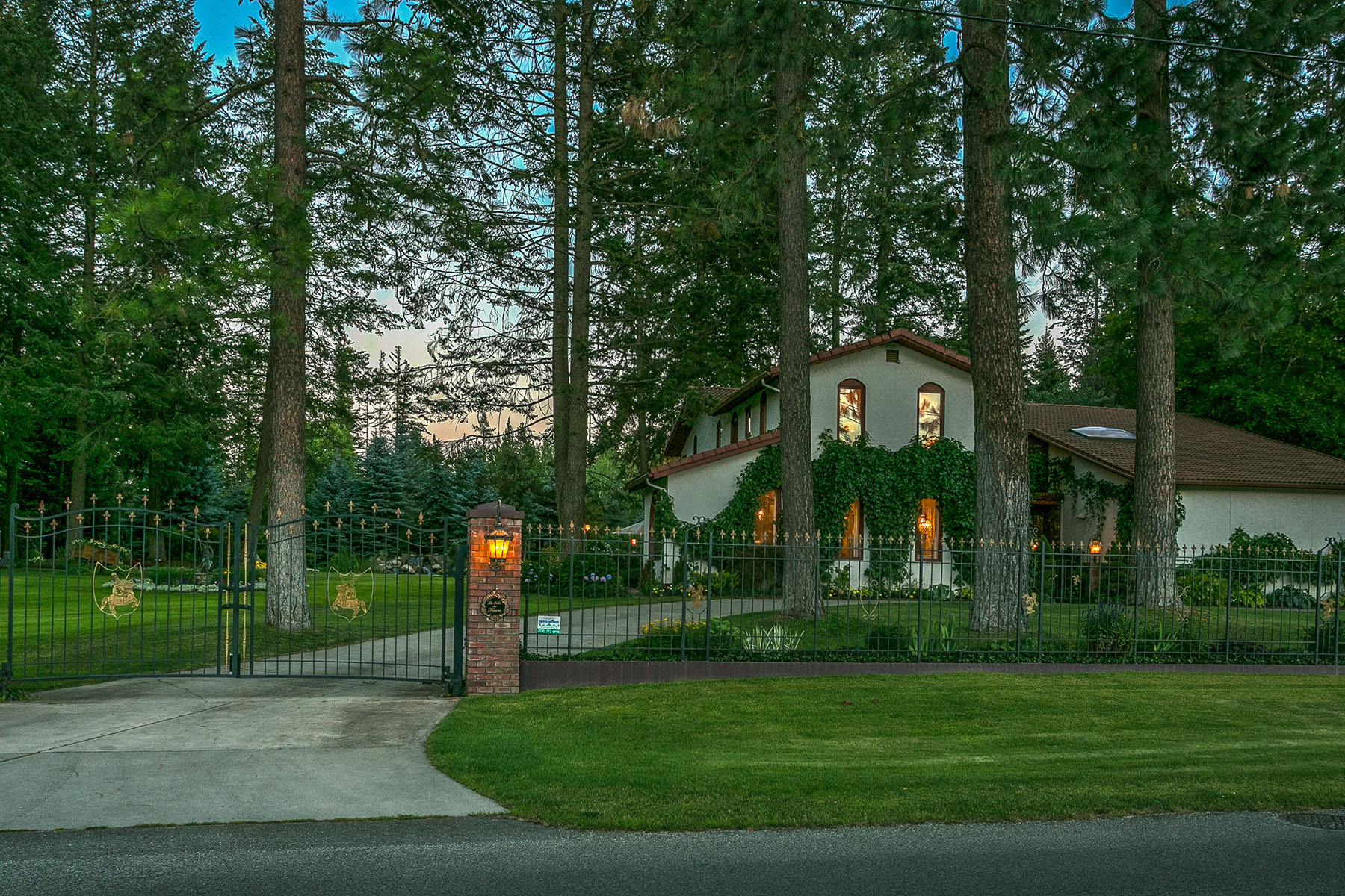 Single Family Home for Sale at Magnificent Estate and Gardens in Hayden 12908 N Strahorn Rd Hayden, Idaho, 83835 United States