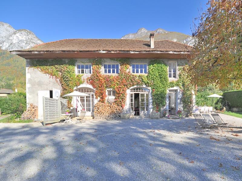 Частный односемейный дом для того Продажа на Propriété pieds dans l'eau Other Rhone-Alpes, Рона-Альпы 74290 Франция