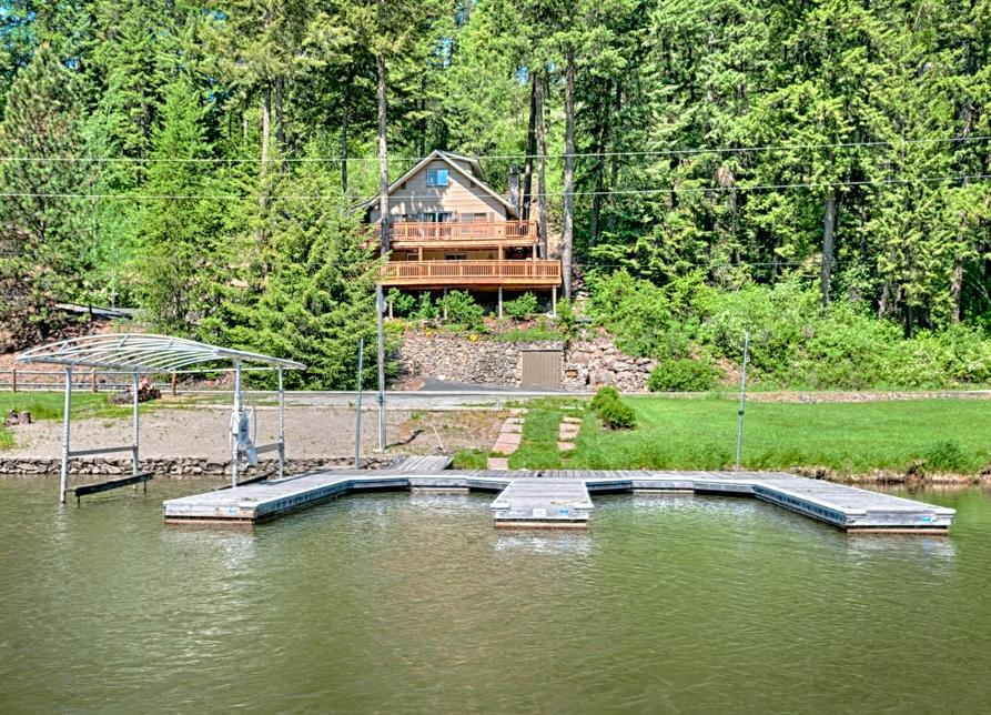 Casa Unifamiliar por un Venta en Secondary CDA Waterfront Home 4457 S. Westway Dr. Coeur D Alene, Idaho 83814 Estados Unidos