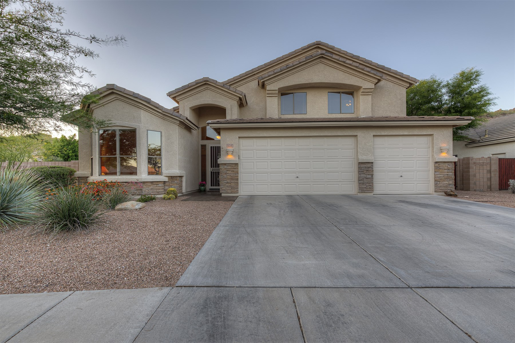 Nhà ở một gia đình vì Bán tại Stunning executive home on premium corner lot 9264 E MALLORY ST Mesa, Arizona 85207 Hoa Kỳ