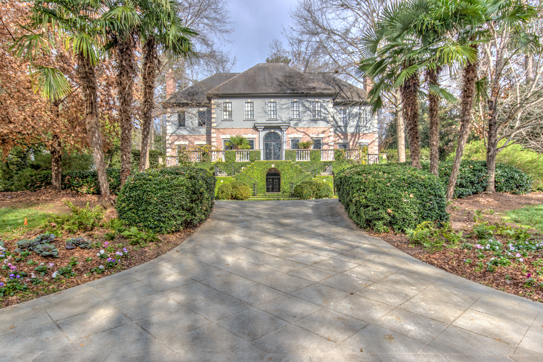 Villa per Vendita alle ore Captivating Estate With Exquisite Detail Throughout 730 Conway Glen Drive NW Buckhead, Atlanta, Georgia 30327 Stati Uniti