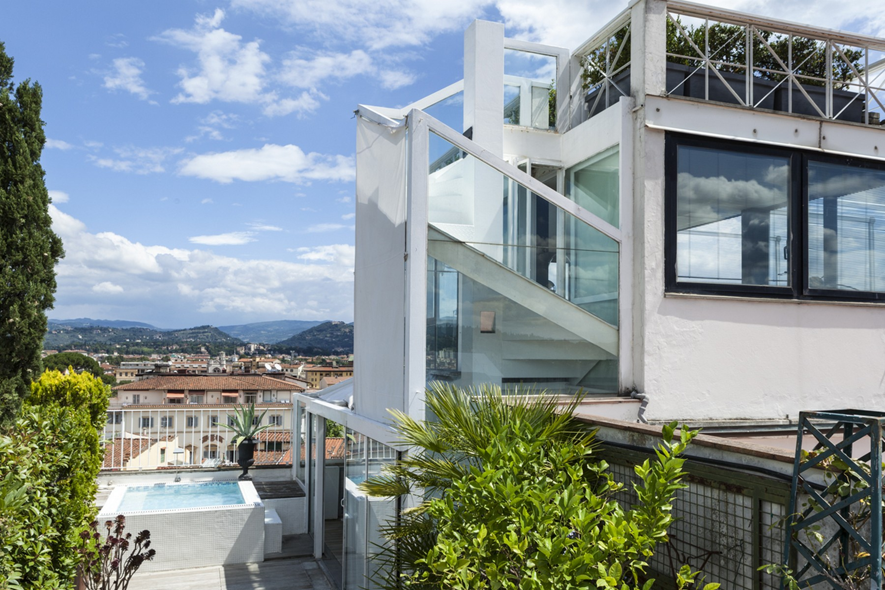 Additional photo for property listing at Stunning penthouse with pool and views over Florence Via Solferino Firenze, Florence 50123 Italia