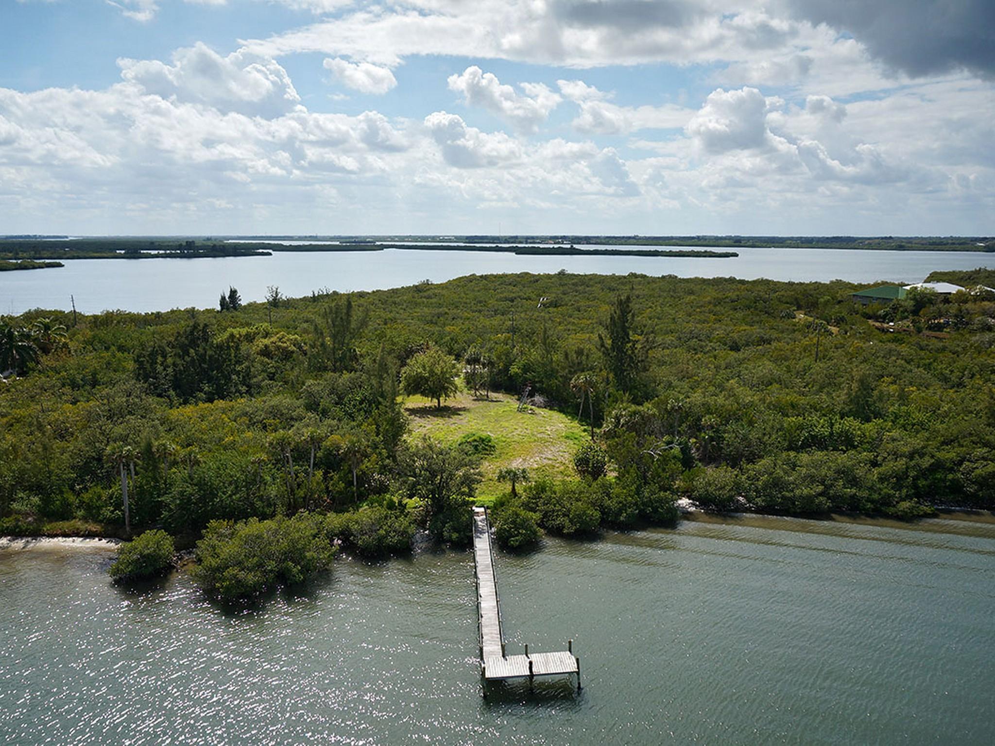 Terreno para Venda às 3+ Acre Riverfront Homesite 250 Live Oak Lane Vero Beach, Florida, 32963 Estados Unidos