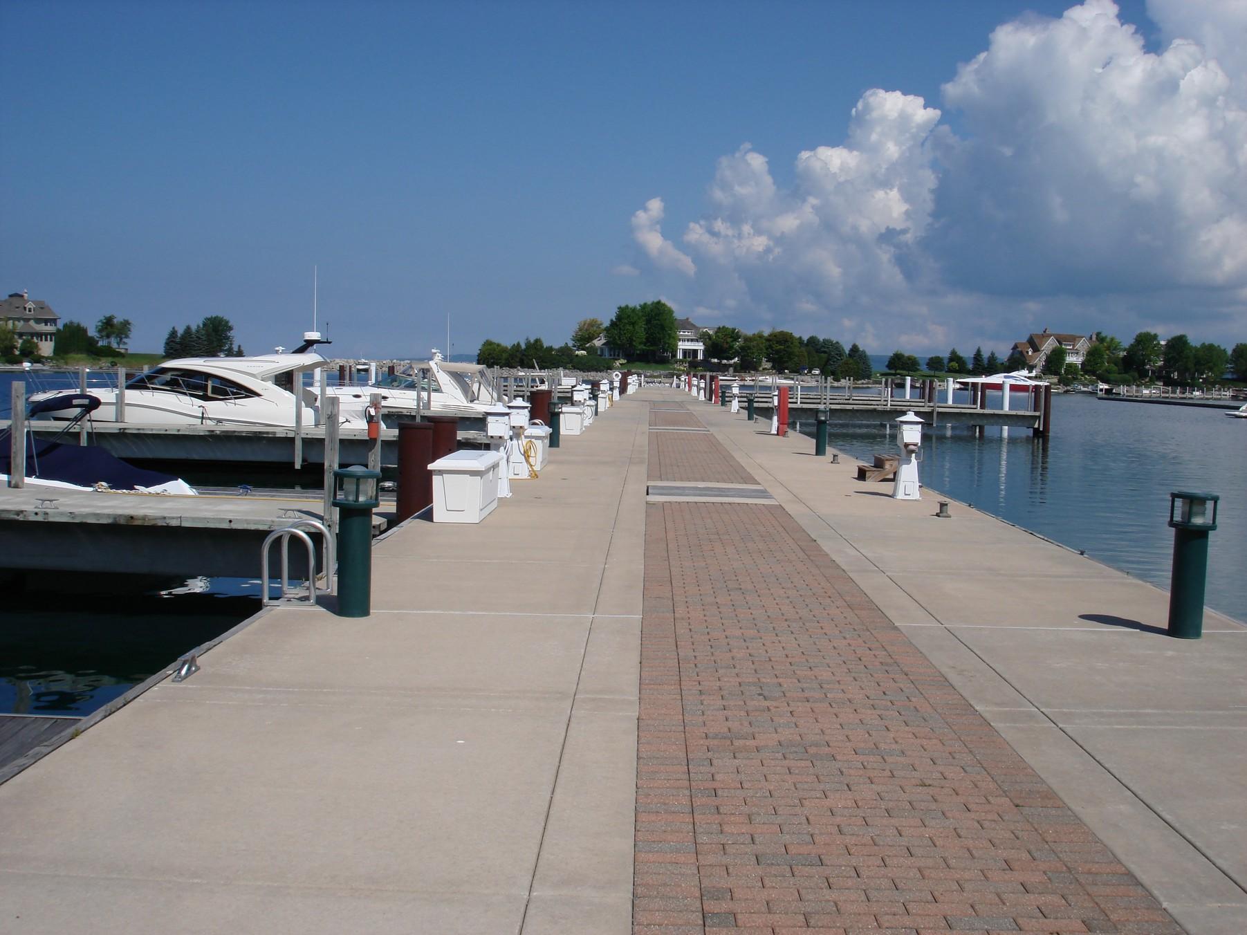 para Venda às Yacht Dock 47 4300 Vista Drive, Unit 47 Bay Harbor, Michigan, 49770 Estados Unidos