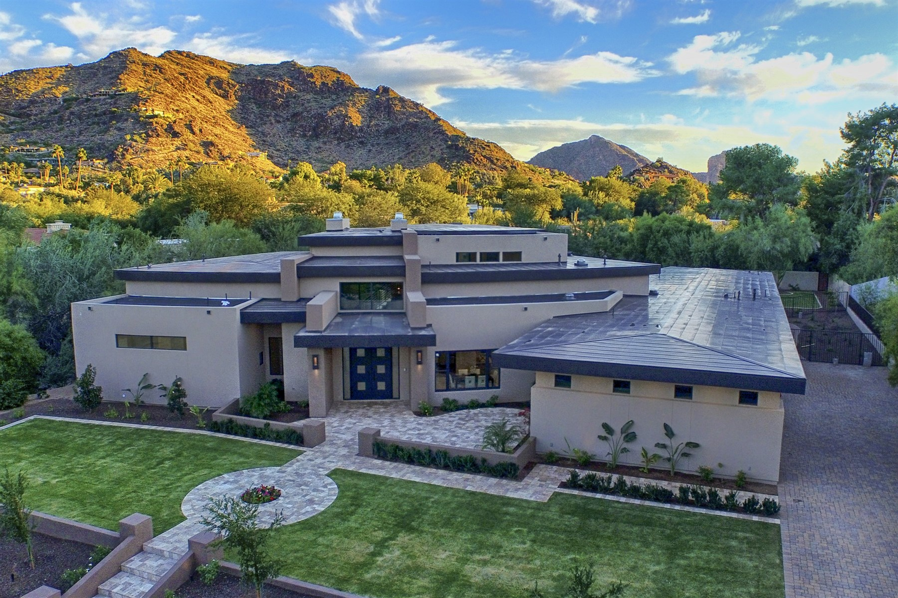 Property For Sale at Luxury Desert Contemporary New Build