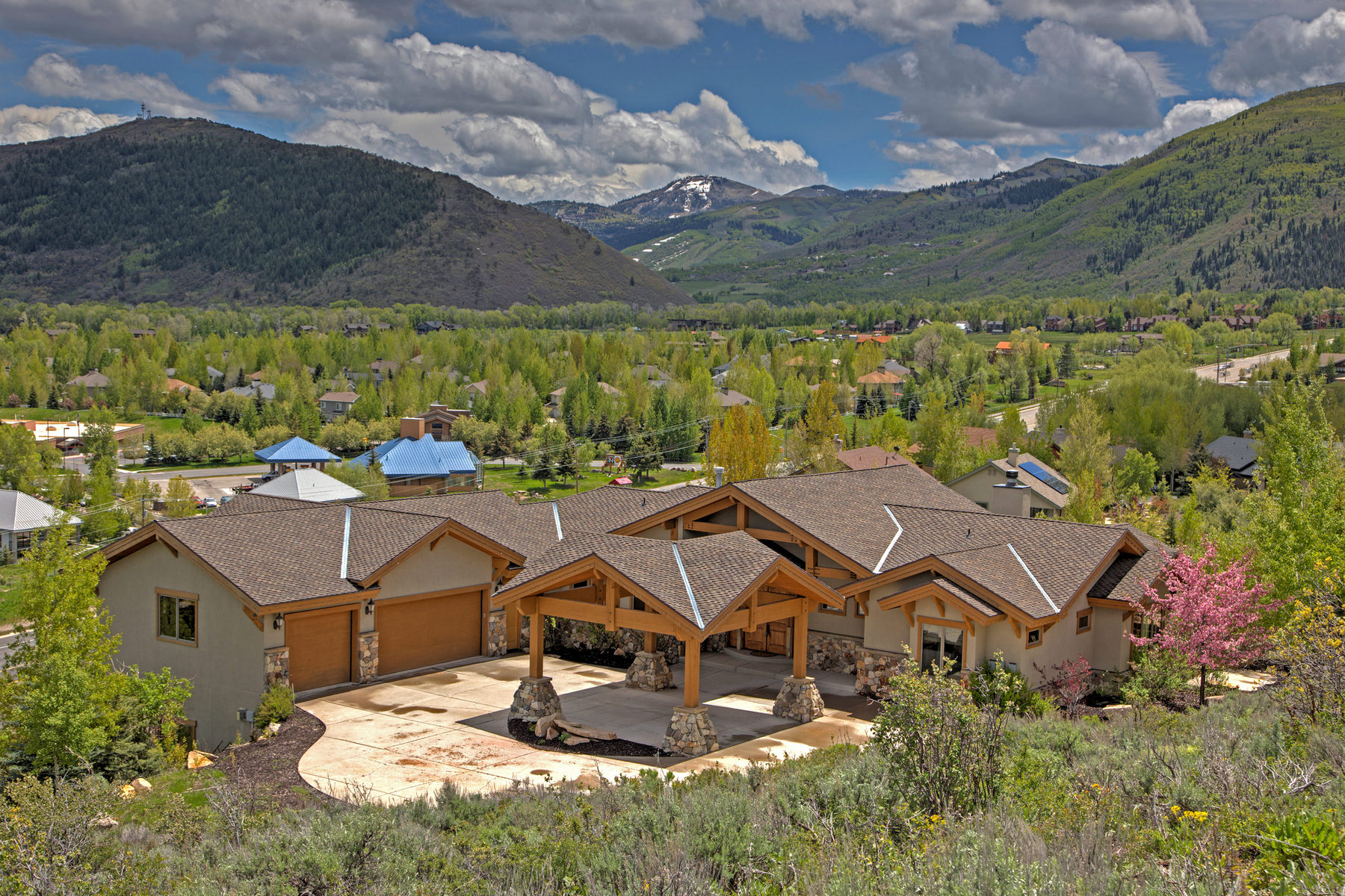 Single Family Home for Sale at Less Than One Mile to N. America's Largest Ski Resort, Huge Views, Ideal Floorpl 1978 Kidd Circle Park City, Utah 84098 United States