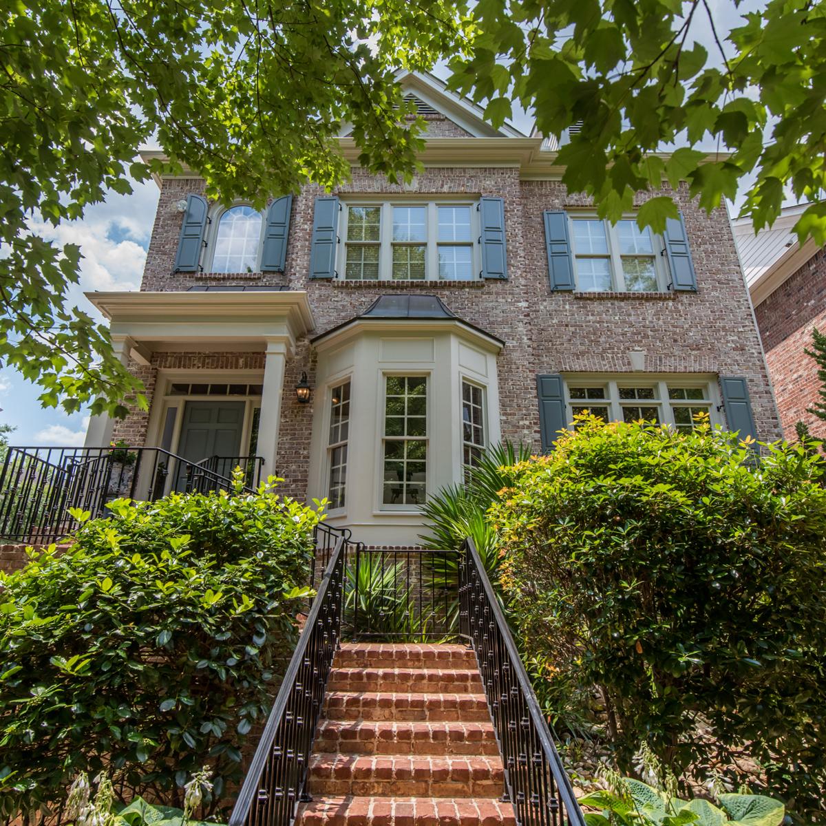 Частный односемейный дом для того Продажа на Valley Overlook 1123 Valley Overlook Drive Atlanta, Джорджия, 30324 Соединенные Штаты