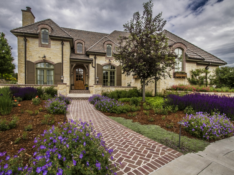 Casa Unifamiliar por un Venta en Magnificently Designed Charm & Character of French Country Manor 4050 E. Linden Lane Greenwood Village, Colorado 80121 Estados Unidos