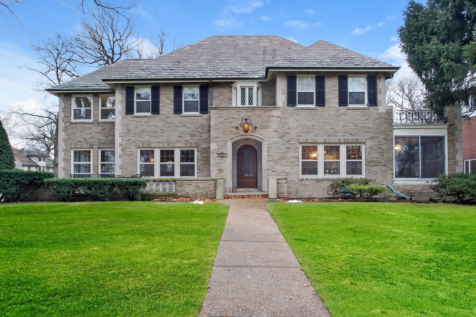 Single Family Home for Sale at Situated On Extra Large Lot In The Heart Of The Historic Chestnut District 1101 Chestnut Avenue Wilmette, 60091 United States