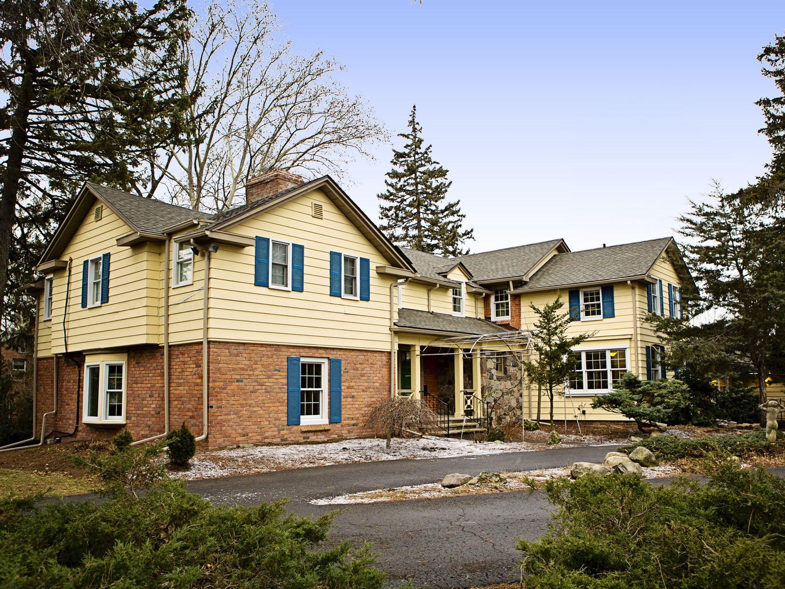 Частный односемейный дом для того Продажа на Dearborn 23251 Cherry Hill Street Dearborn, Мичиган, 48124 Соединенные Штаты