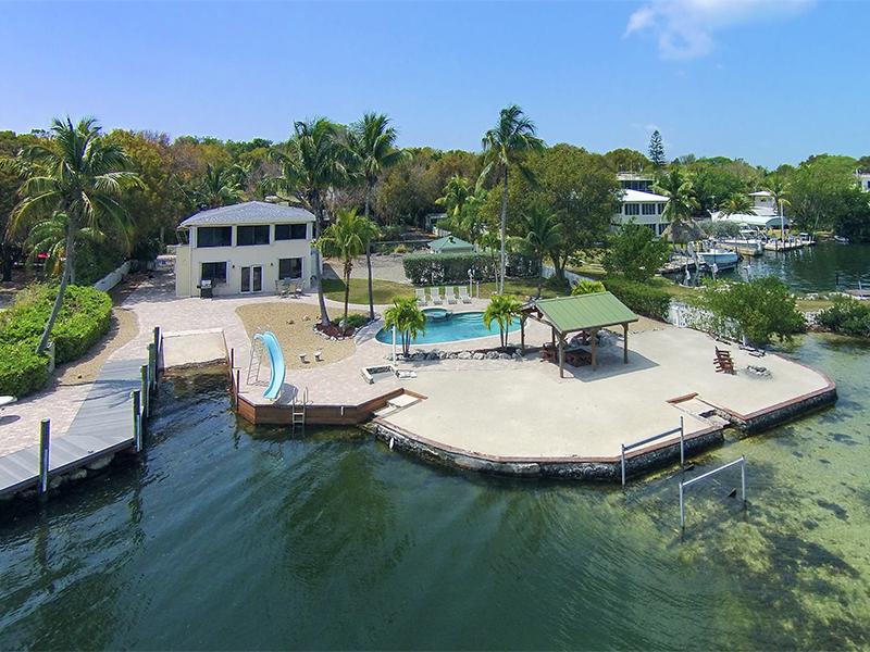 Maison unifamiliale pour l Vente à Tropical Island Living 300 Buttonwood Shores Drive Key Largo, Florida 33037 États-Unis