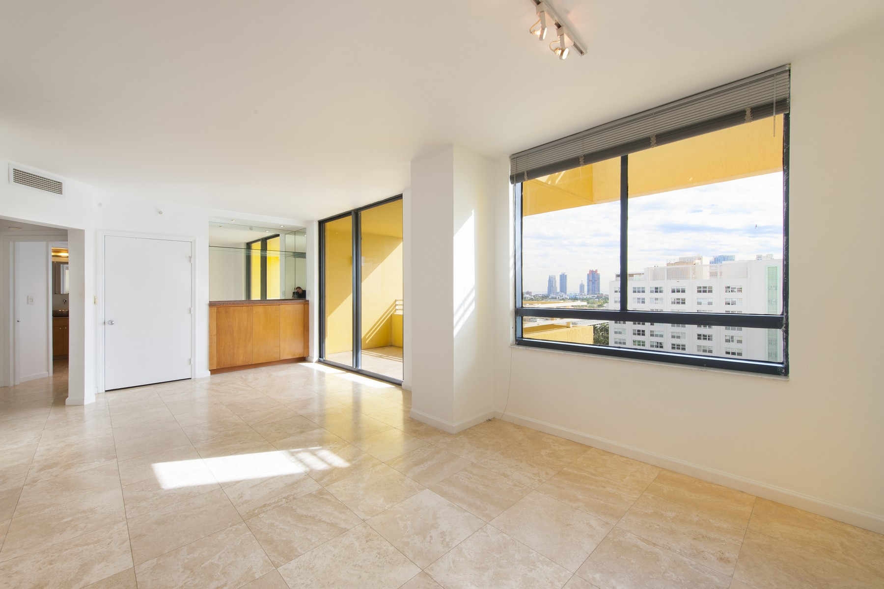 Condominio por un Venta en 1330 West Ave #1510 Miami Beach, Florida 33139 Estados Unidos