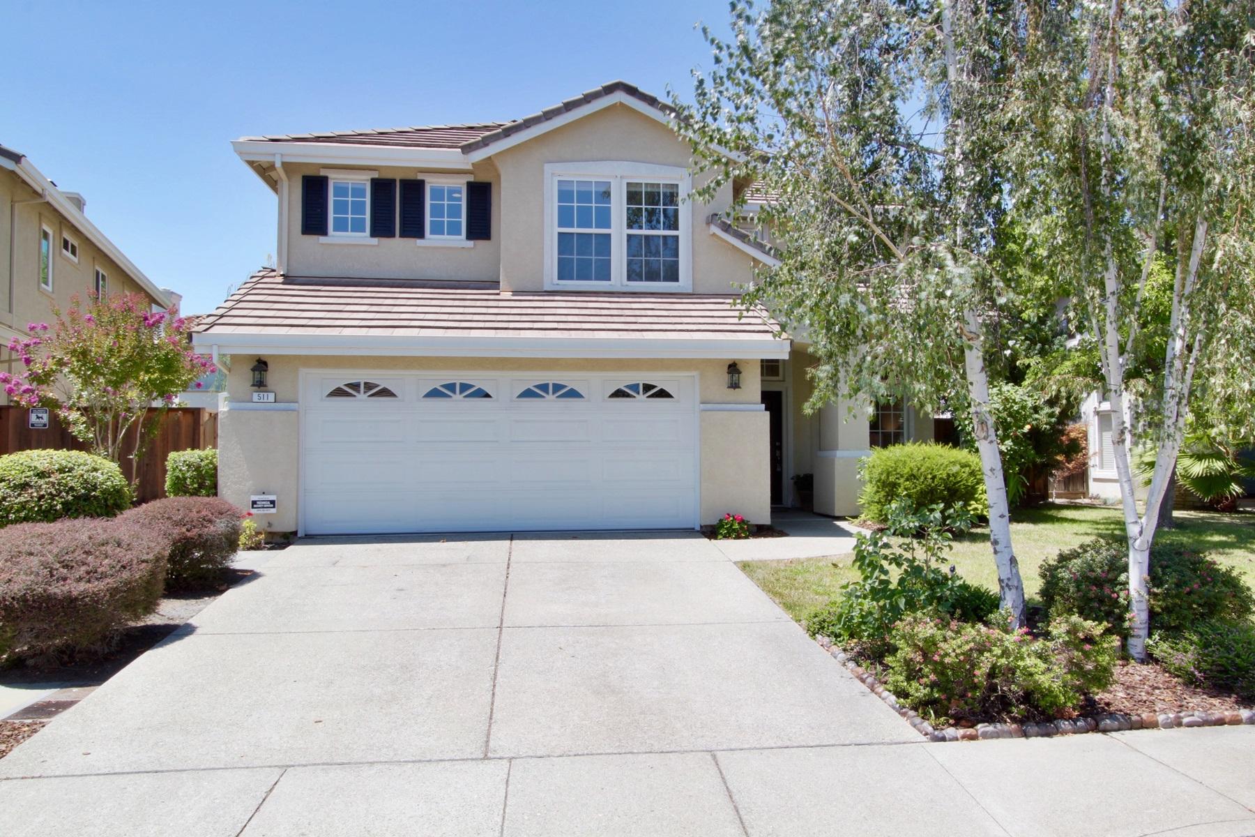 Vivienda unifamiliar por un Venta en Prime Location Near Greenbelt 511 Blackstone Court Danville, California 94506 Estados Unidos
