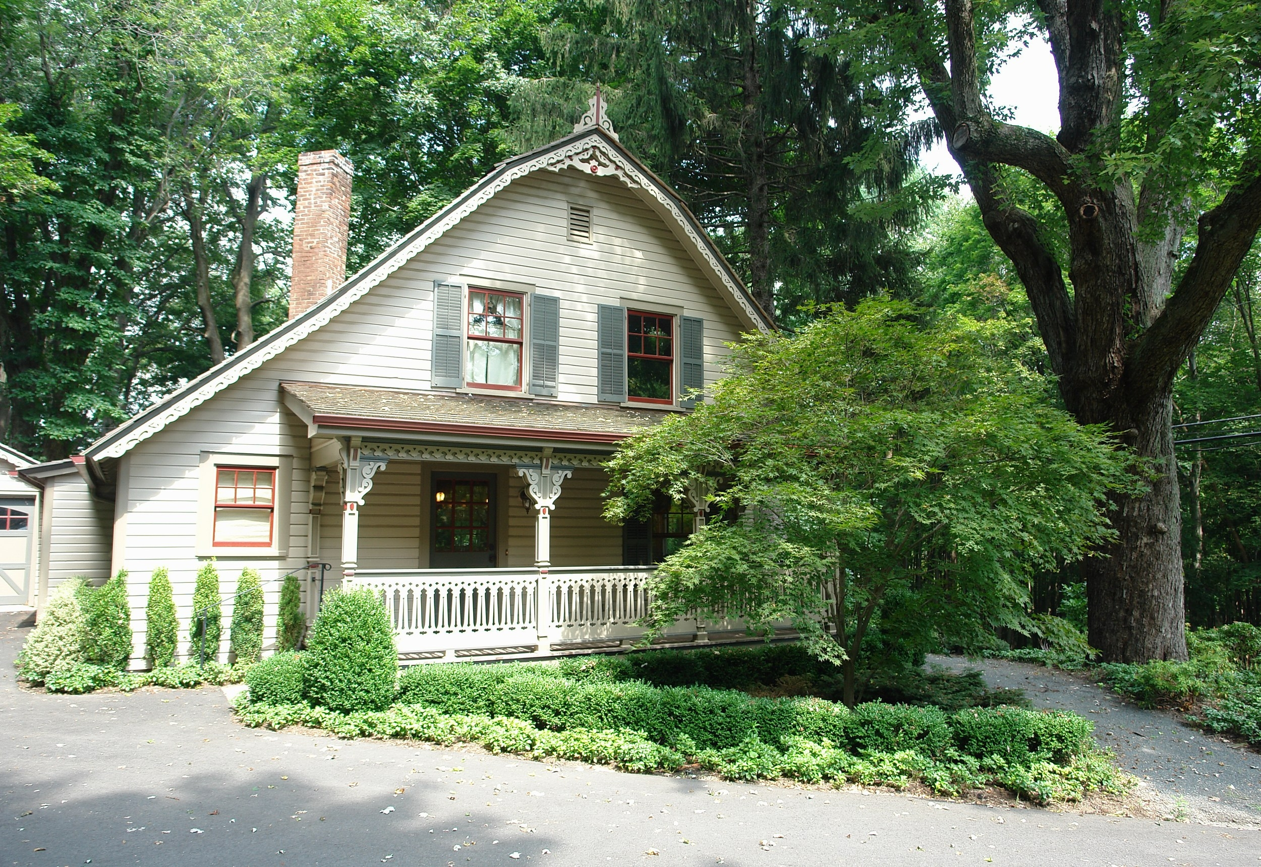 rentals property at Charming Carriage House