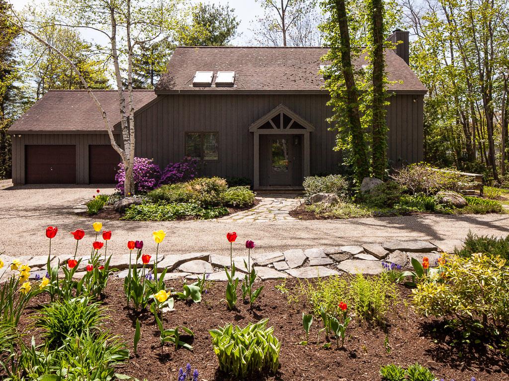Maison unifamiliale pour l Vente à 11 N Lewis Ave Camden, Maine, 04843 États-Unis