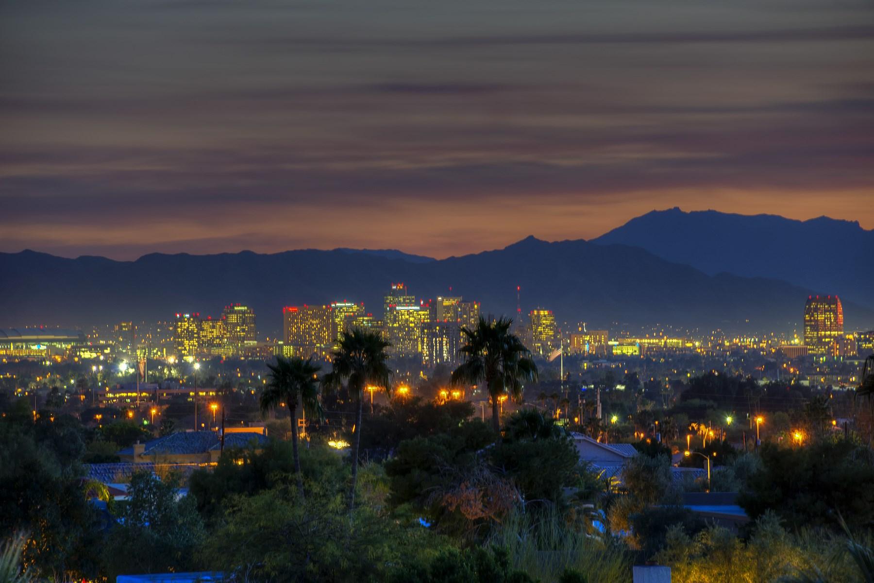 一戸建て のために 売買 アット Beautiful views from sunrise to sunset and into the night. 2033 E VISTA AVE Phoenix, アリゾナ 85020 アメリカ合衆国